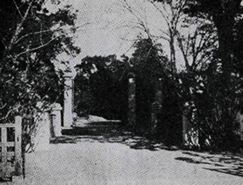 1930(昭和5)年の水戸徳川家本邸正門''