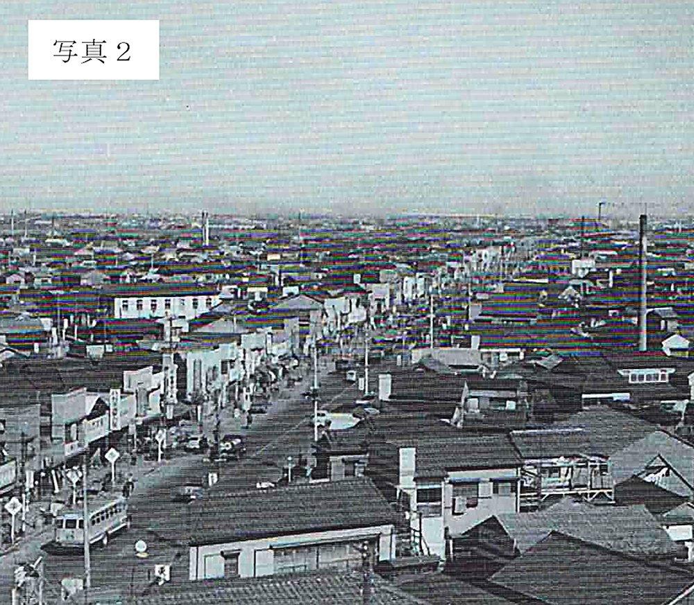 昭和32(1957)年に向島消防署(現東向島5丁目)の望楼から水戸街道の四ツ木橋方向を撮影した写真''