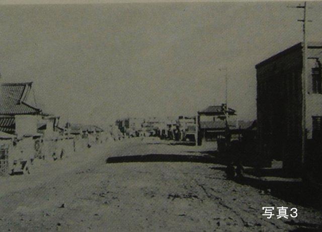 曳舟川下流言問通りとの交差点付近の埋立直後の昭和30(1955)年頃の様子''